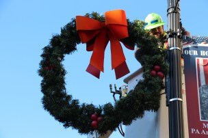 Putting Up 70 Or So Christmas Decorations, Street Department, Downtown Tamaqua, 11-25-2015 (17)
