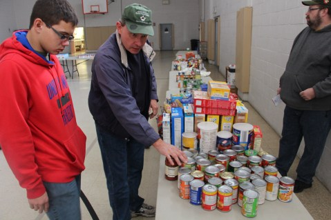 Tamaqua Troop, Pack, 777, Collecting, Sorting, Donations, Salvation Army, Tamaqua, 11-14-2015 (40)