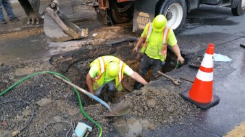Water Department Repairing Service Line, 200 block of East Broad Street, Tamaqua, 11-6-2015 (6)