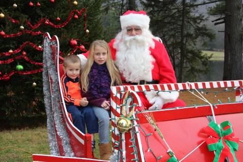 Santa Claus Visits Dam, Festival at Owl Creek, Tamaqua, 12-12-2015 (10)