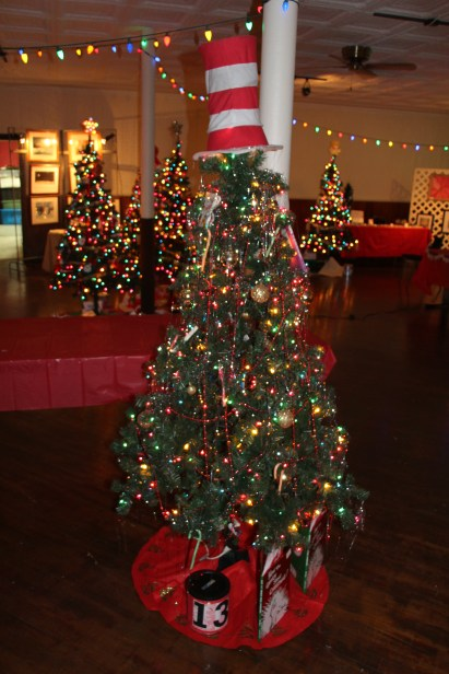 Tree Festival, Voting, Tamaqua Community Arts Center, Tamaqua, 12-4-2015 (50)