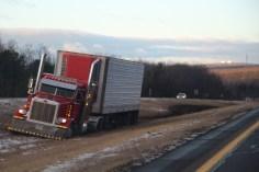 tractor-trailer-off-road-interstate-81-northbound-near-frackville-1-25-2017-4