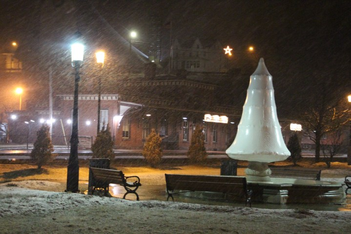 start-of-snowfall-depot-square-park-tamaqua-2-9-2017-7