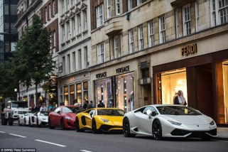 370cb8f500000578-3733014-on_display_a_row_of_stunning_supercars_line_up_outside_designer_-a-173_1470841178663