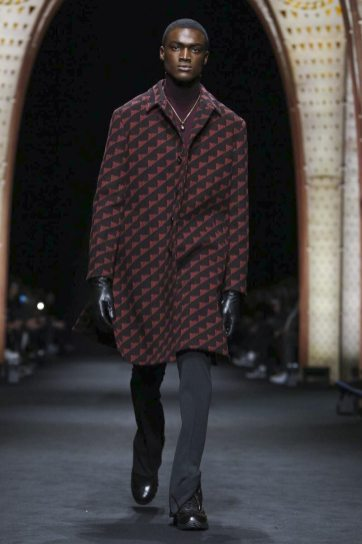 Versace Menswear F/W 2017 Milan 3