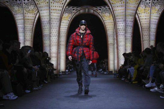 Versace Menswear F/W 2017 Milan 4