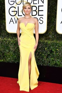 Reese Witherspoon in Versace Golden Globes 2017