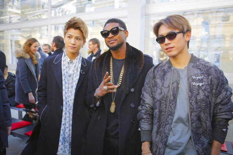Usher Front Row - Louis Vuitton Menswear Fall Winter 2017 Paris