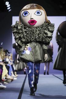 Viktor&Rolf Couture Fall Winter 2017 Paris