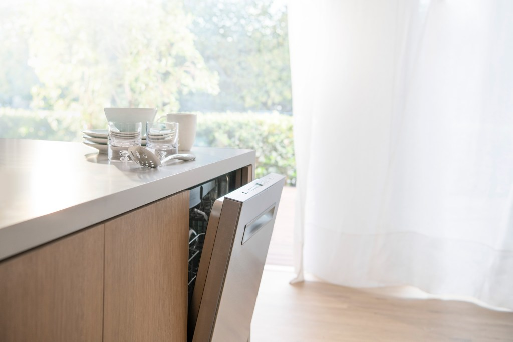 Check out why we love the AutoAir Bosch 500 Series Dishwasher, and how to find it here:https://bby.me/8ncvq #ad @BOSCHHOMEUS @BestBuy #boschdishwasher #boschcrystaldry #boschkitchen #mynewboschdishwasher