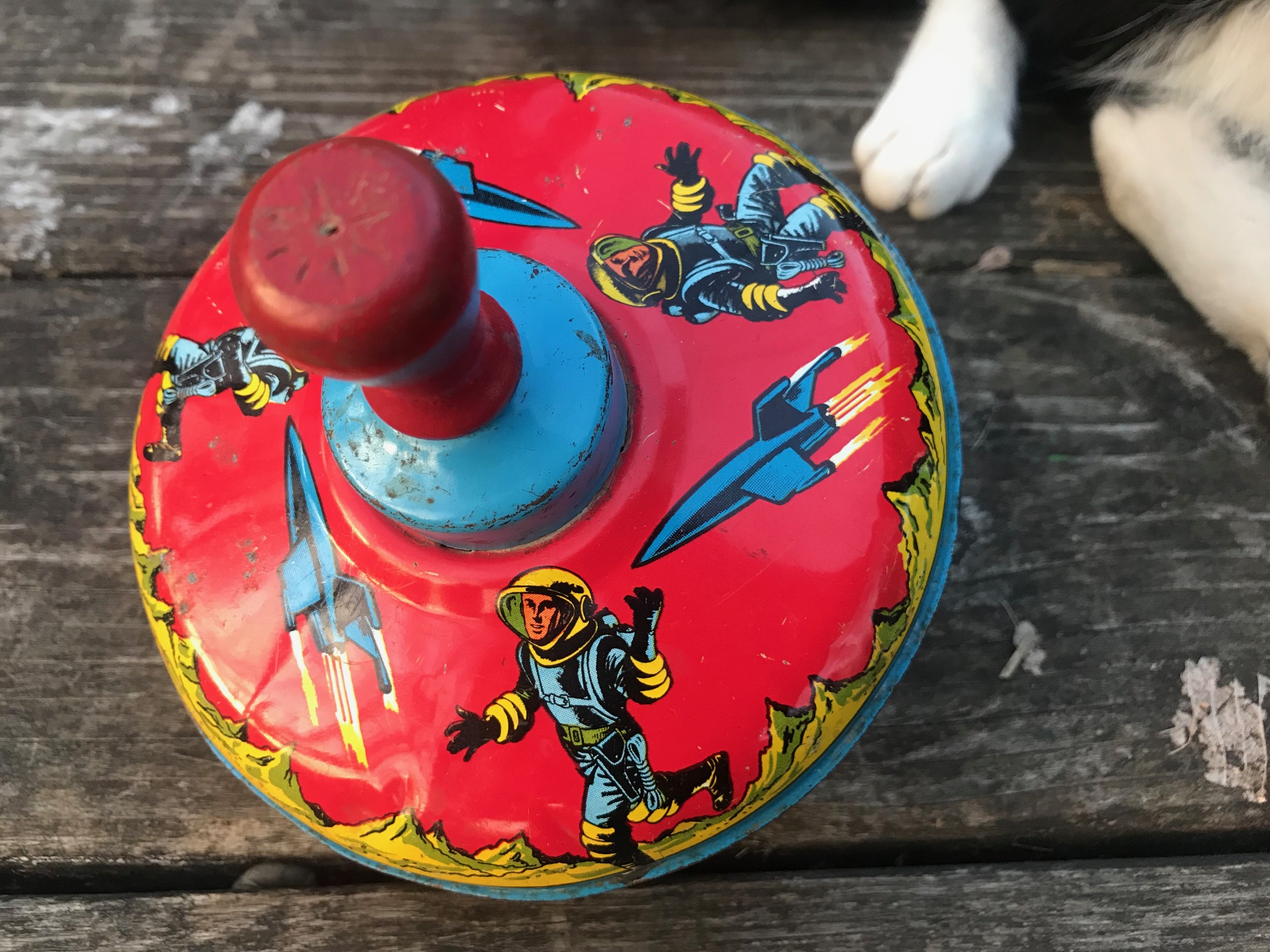 Vintage (1950s?) Tin Spinning Top Toy With Rockets & Spacemen: 19,300 ppm Lead