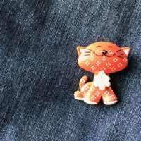 1973 Avon Fragrance Glace Orange Plastic Kitty Pin Lead Safe Mama 1