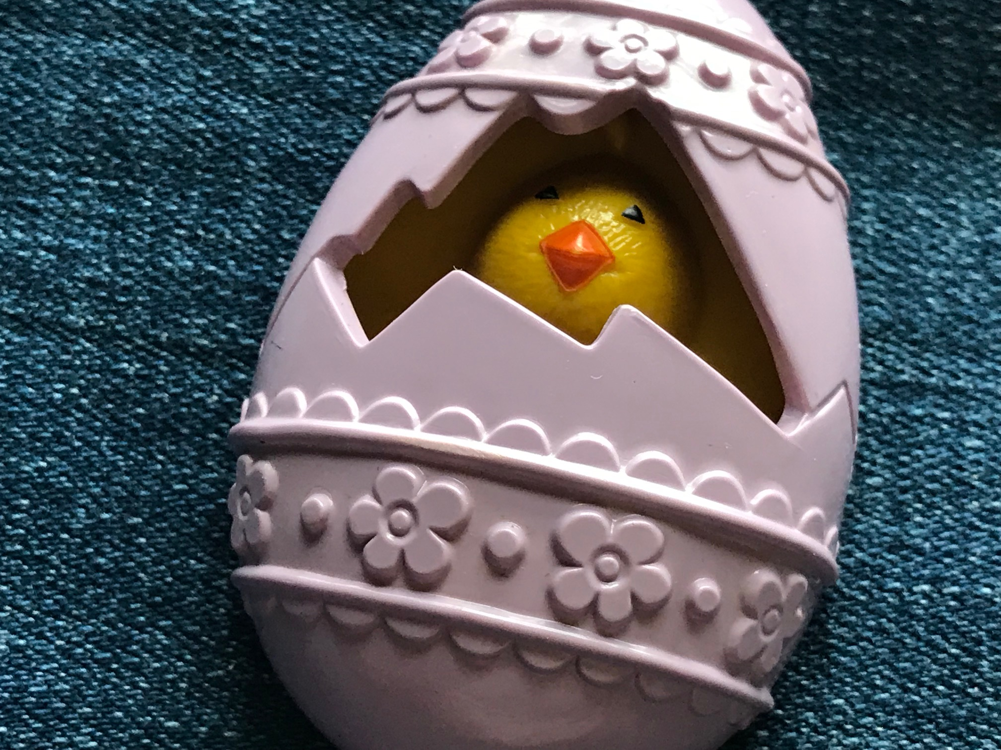 Happy Toxic Easter? Yikes!! 1977 Avon Fragrance Glacé Easter Egg Pin: 6,759 ppm Lead [90 ppm is unsafe] + 6,018 ppm Cadmium [75 is unsafe].