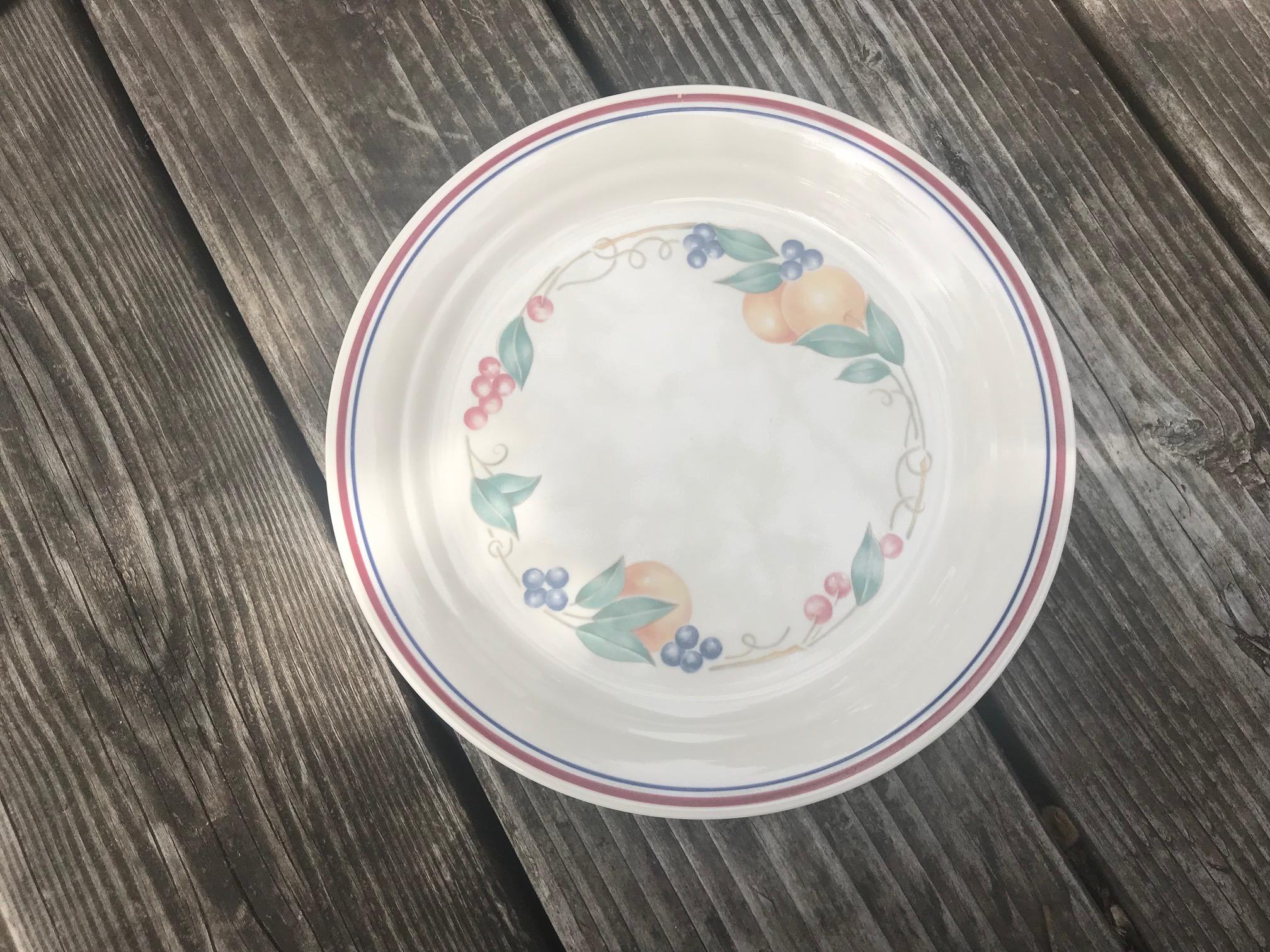 Vintage Corelle Cream Plate with Fruit Pattern: 14,900 +/- 400 ppm Lead & 327 +/- 20 ppm Cadmium