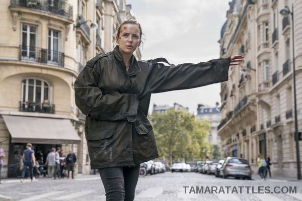 Killing Eve Villanelle trying to hail a cab