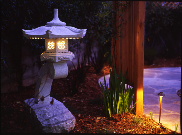 japanese stone lantern accent lighting