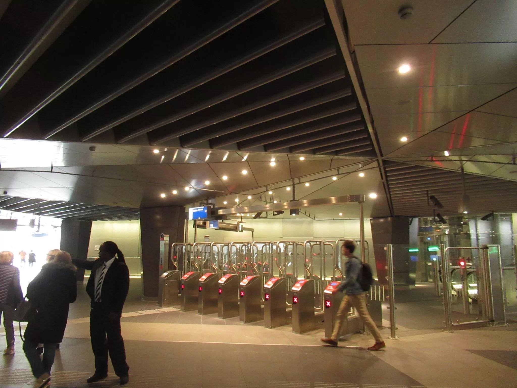 地下鉄 アムステルダム駅の改札口