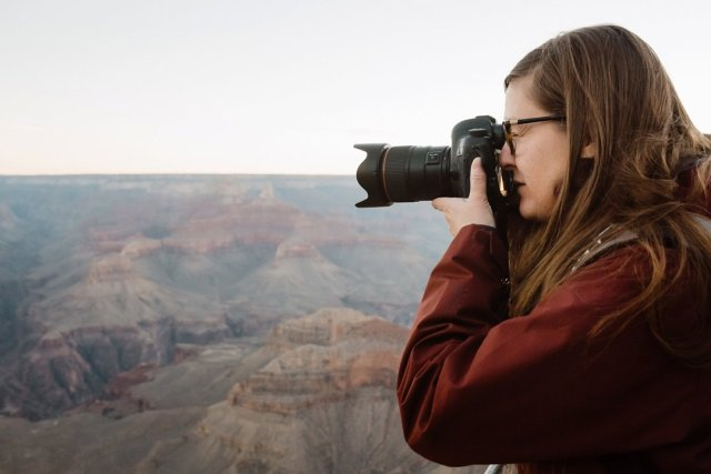 A photographer shooting sunrise at Yavapai point in the South Rim of the Grand Canyon by photographer Tami Keehn.