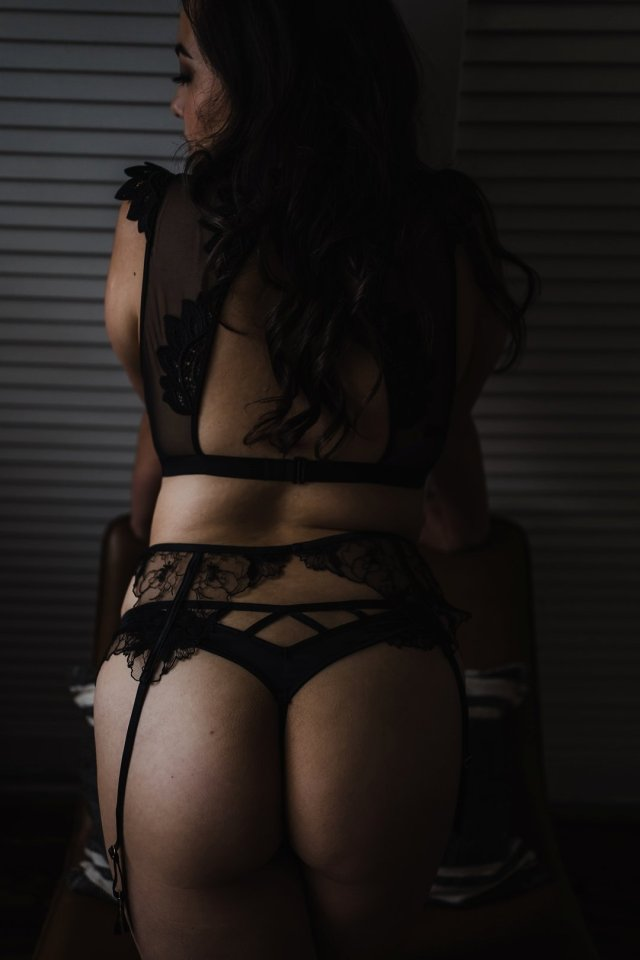 Tasteful boudoir in black lingerie with Central Florida boudoir photographer Tami Keehn.