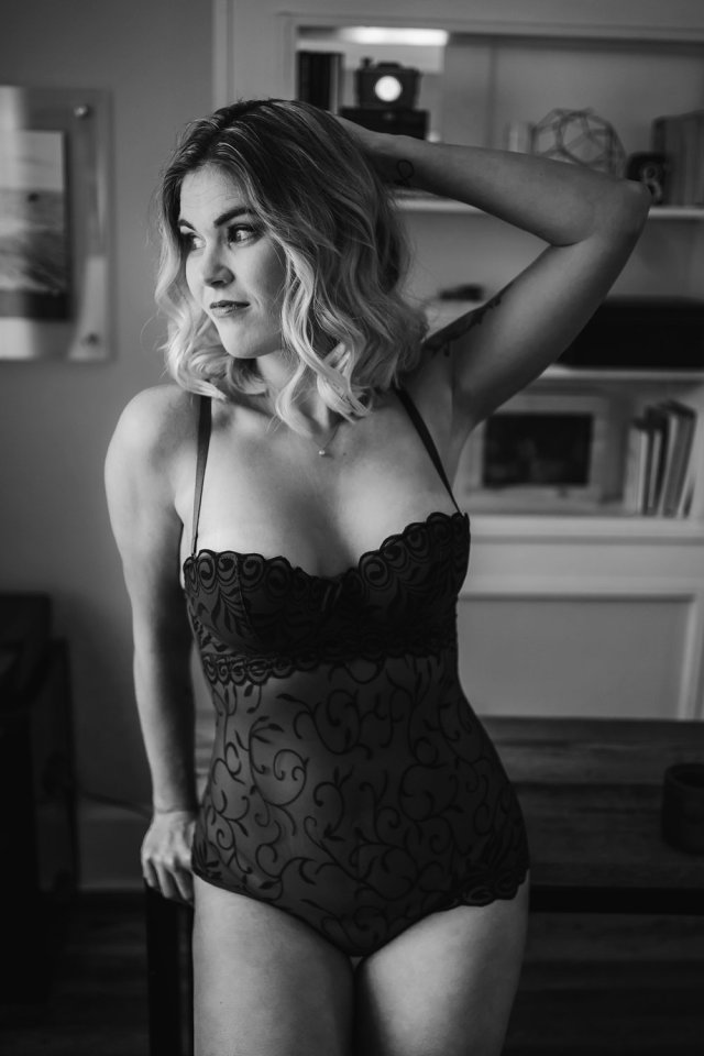 Blonde babe poses for sexy photos with Tampa boudoir photographer - Tami Keehn.