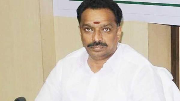 மாஜி அமைச்சர் எம்.ஆர். விஜயபாஸ்கர் வீட்டில் திடீர் ரெய்டு.. முக்கிய  ஆவணங்கள் கைப்பற்றப்பட்டதாக தகவல் | IT raid in Ex Minister MR Vijayabaskar  house and Important ...