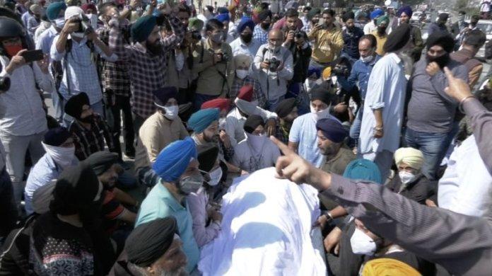 सुबिंदर कौर के अंतिम संस्कार के दौरान संघर्ष