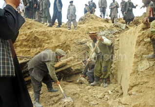 2,000 Afghan civilians killed in a landslide A village is buried in the soil