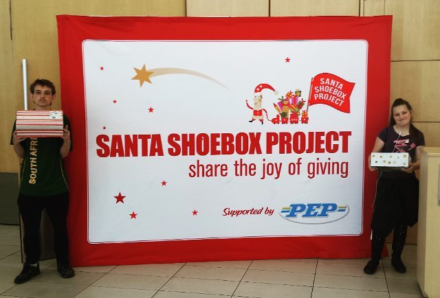 santa shoebox project volunteers