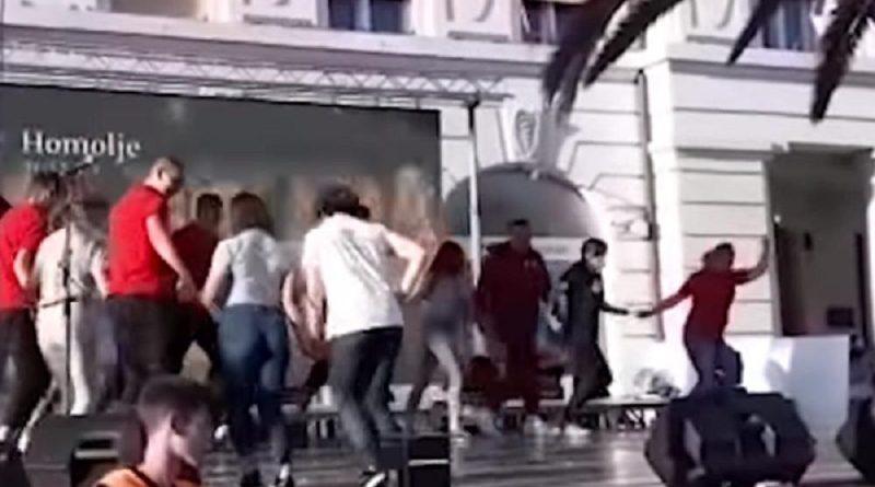Ужичко коло српских ученика усред Сплита