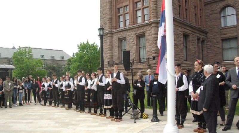 Српска застава испред Парламента Онтарија