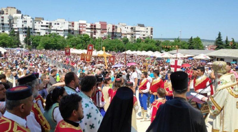 Хиљаде људи у Подгорици против отимања храмова СПЦ
