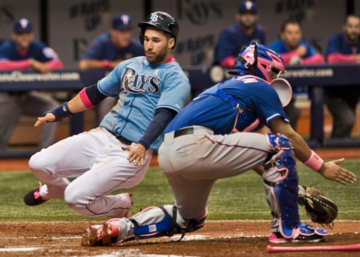 Kevin Kiermaier scores on an RBI sigle by Brandon Guyer. (Photo credit: AP Photo/Steve Nesius)