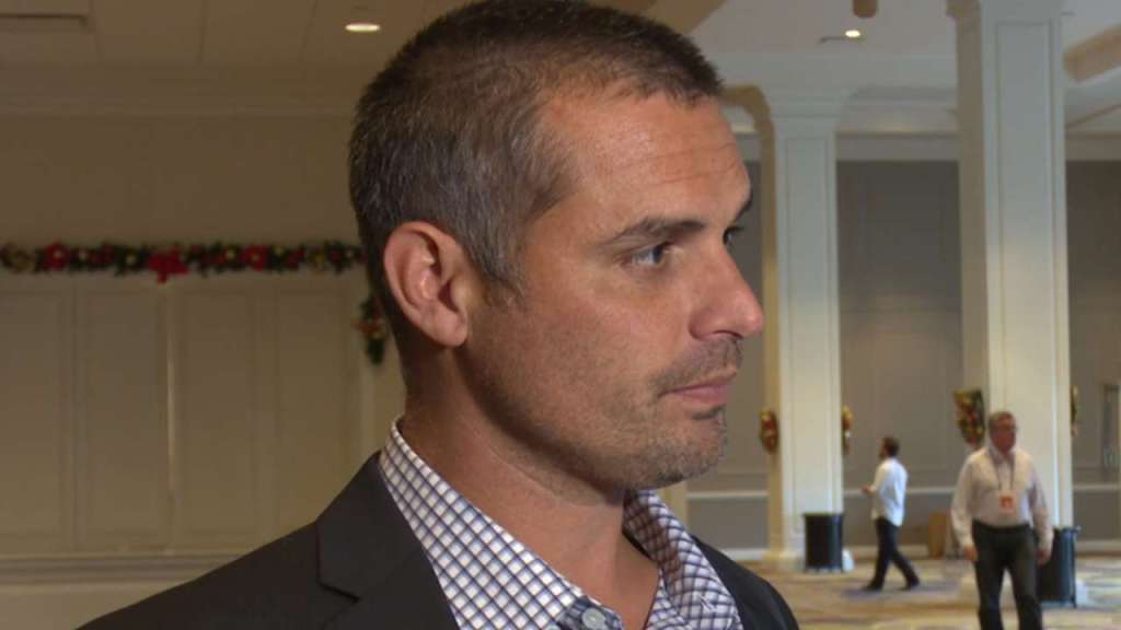 Rays manager Kevin Cash speaking with Neil Solondz at the 2015 Winter Meetings. (Photo Credit: Tampa Bay Rays)
