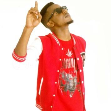 A la rencontre de CHRIS SOFT EDOKO, un rappeur beat-maker capable de poser l'espagnole sur tous les rythmes Afro