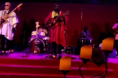 Mola Mongombe et Herve Nguebo en concert à Buea The Njoku jazz band