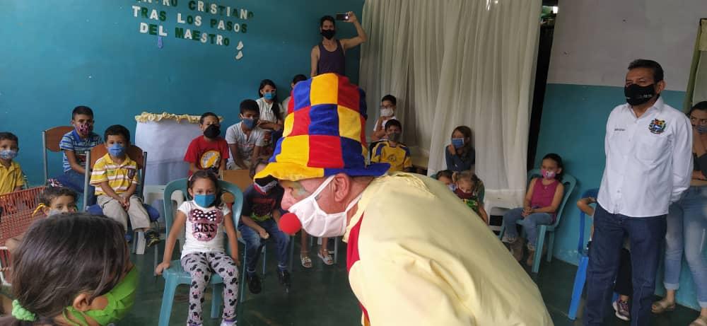 Gobernador celebró Día del Niño con infantes de distintas parroquias