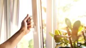 Los espacios interiores se han de ventilar con aire exterior de forma continua y suficiente, mediante ventilación natural o mecánica. Foto: Getty Images