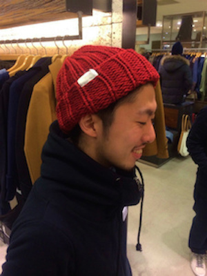 赤色ニット帽
