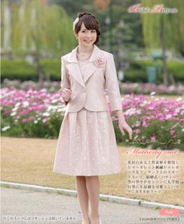 入学式で母のピンクのスーツ 3