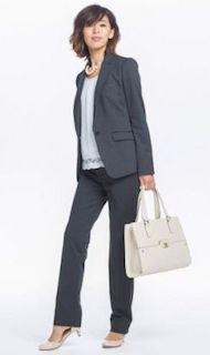 卒業式のママのグレー色のスーツコーデ 2