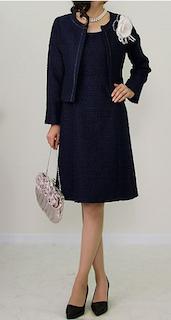 小学校の卒業式の母親の服装でスーツ 4