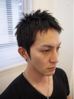 秋に流行のノームコアなメンズのショートの髪型