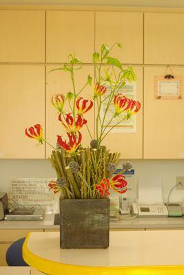 グロリオサ 柳 受付の花