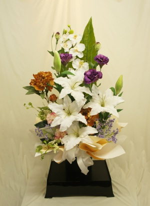初盆用の造花のアレンジメント