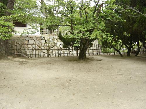 本丸から見た馬出門跡