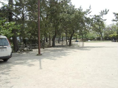 本丸北側から見た亭櫓跡。