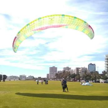paragliding landing in cape town