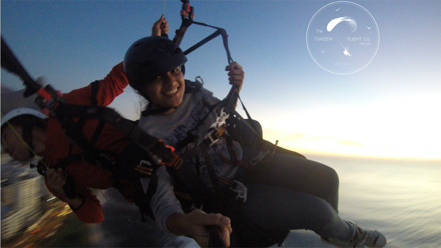 Tandem Paragliding in the evening in Cape Town