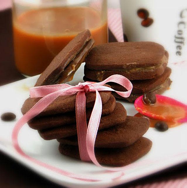 :: sendvič keksi s kavom i slatkim od mlijeka ::
