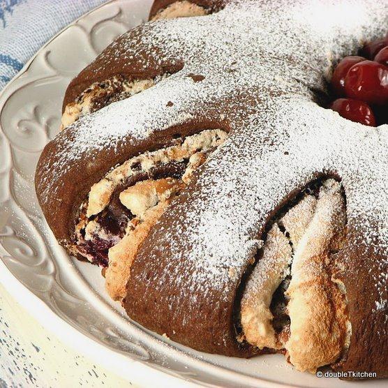 Yeasted Meringue Coffee Cake – Daring Baker's Challenge – March 2011